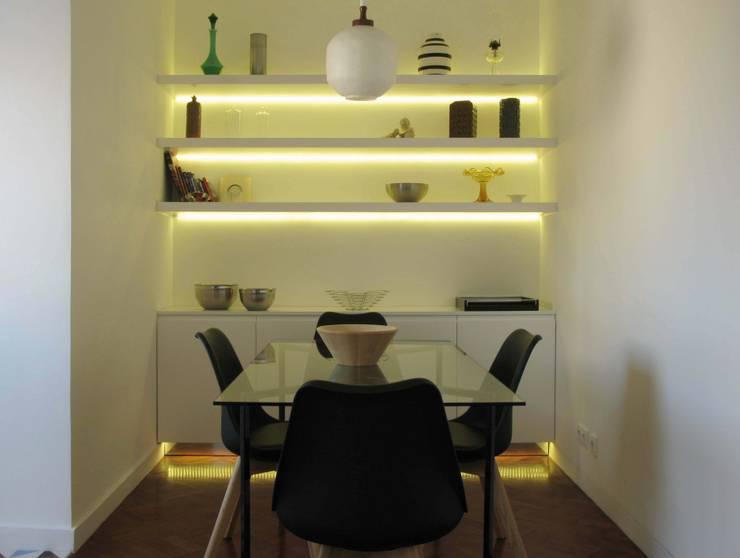 Mosque Apartment: Cozinhas  por Palma Rato + Partners
