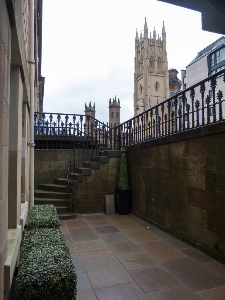 Vườn theo Anne Macfie Garden Design, Tối giản Đá sa thạch