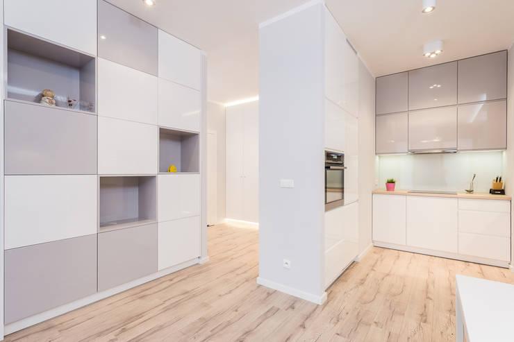 Mieszkanie na warszawskim Mokotowie: styl , w kategorii Salon zaprojektowany przez Michał Młynarczyk Fotograf Wnętrz