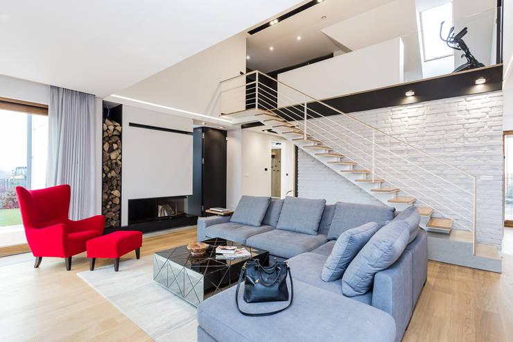 Dom w podwarszawskiej miejscowości: styl , w kategorii Salon zaprojektowany przez Michał Młynarczyk Fotograf Wnętrz