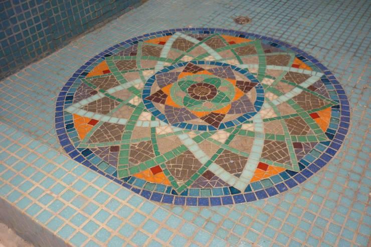 Receptáculo de ducha: Baños de estilo  por Mosa Y Quito