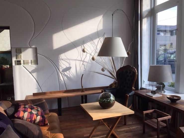 アート壁: 株式会社KIMURA  bi-Artが手掛けたリビングルームです。