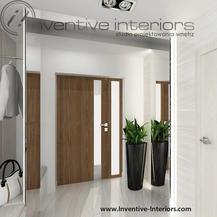 Jasny wiatrołap: styl , w kategorii Korytarz, przedpokój zaprojektowany przez Inventive Interiors,Nowoczesny
