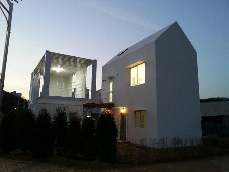 Projekty, nowoczesne Domy zaprojektowane przez AAPA건축사사무소
