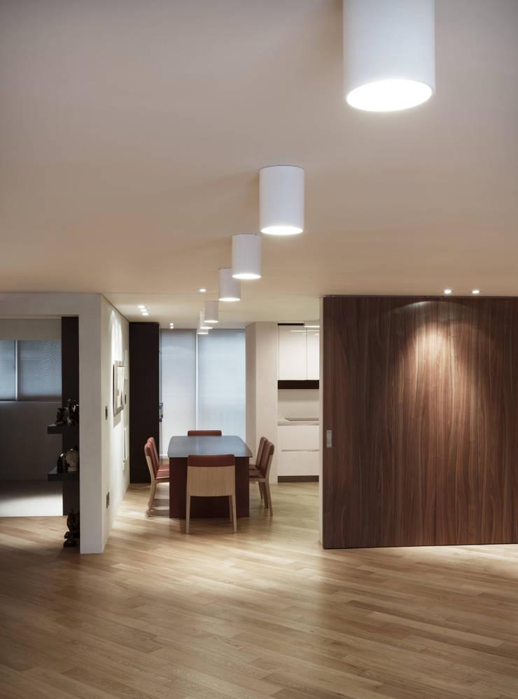 Dining room by Qua.D, Modern