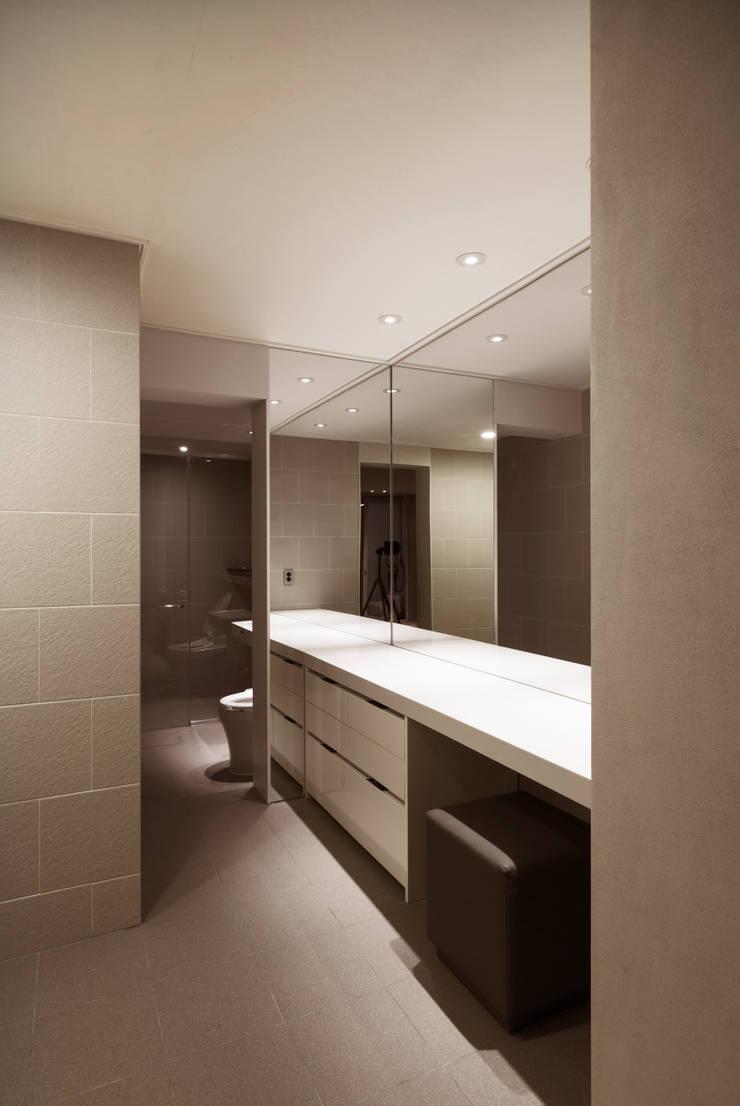 Dressing room by Qua.D, Modern