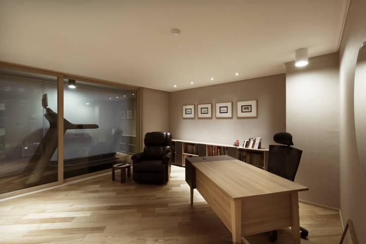 Arbeitszimmer von Qua.D, Modern