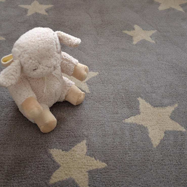 Alfombra estrellas: Dormitorios infantiles  de estilo  por bla bla textiles