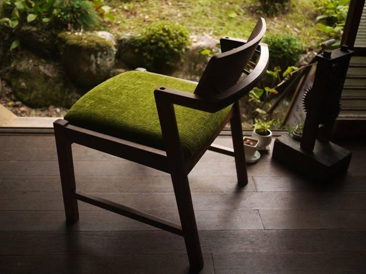 [ lounge chair 02 ]ラウンジチェア 02: furniture factory store WEATHER REPORTが手掛けたリビングルームです。,
