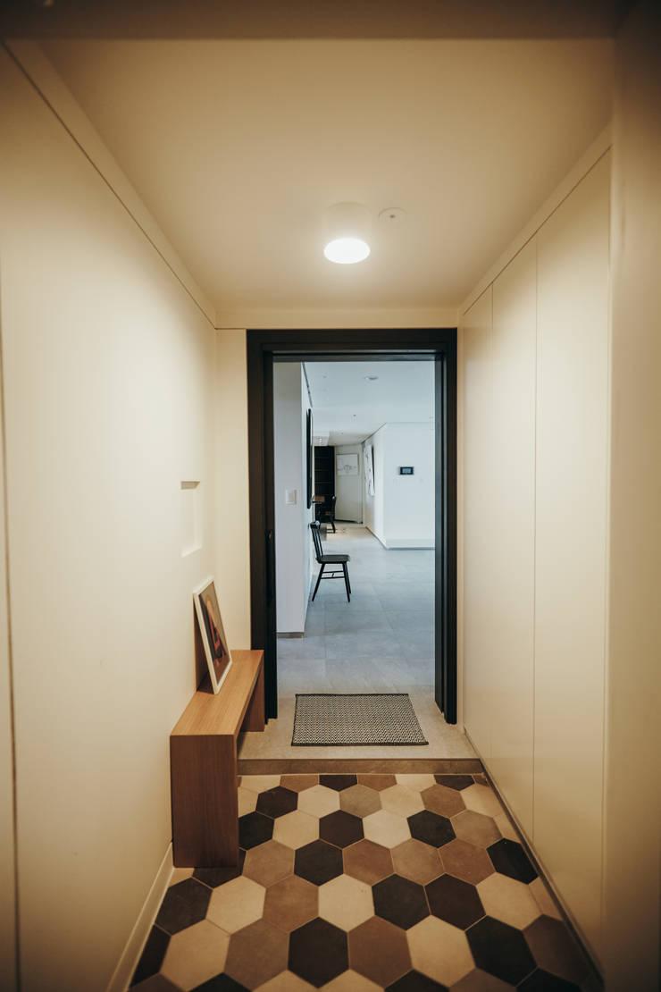 분당구 수내동 아파트 (before& after) : 샐러드보울 디자인 스튜디오의  베란다