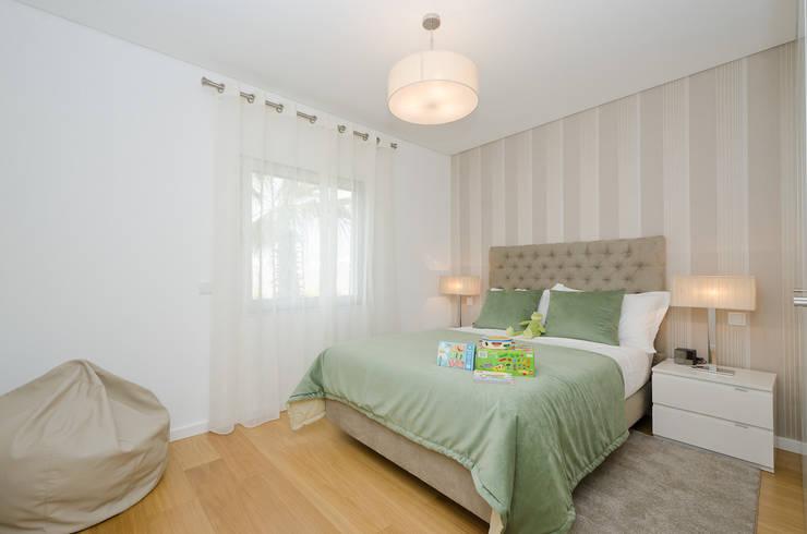 Projekty,  Sypialnia zaprojektowane przez Simple Taste Interiors