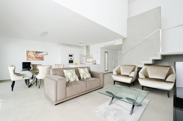 Private Interior Design Project - Albufeira: Sala de estar  por Simple Taste Interiors
