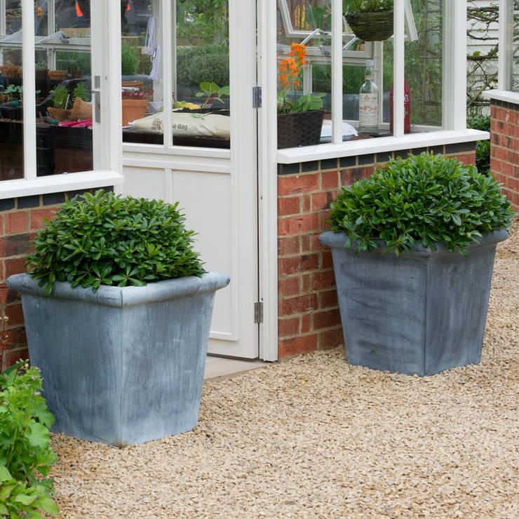 Jardines de estilo  por A Place In The Garden Ltd.