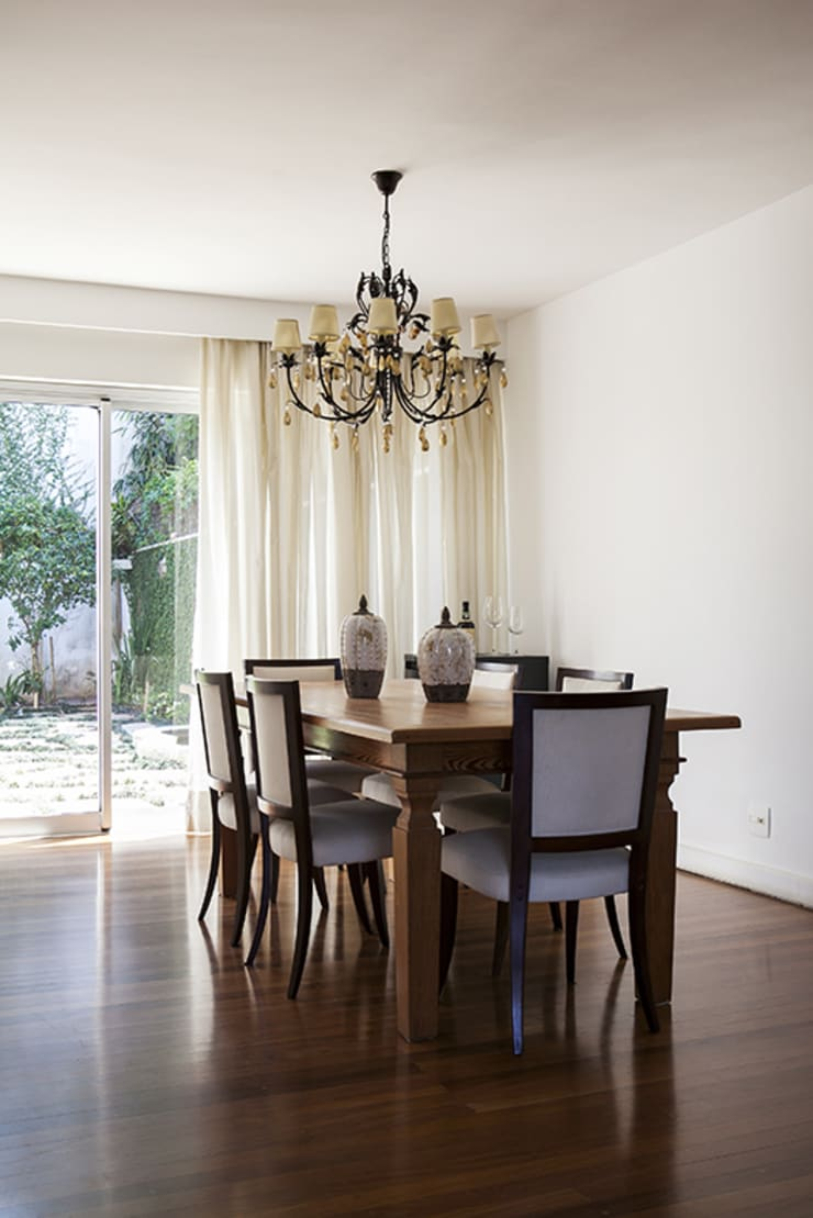 Residencia em Condomínio fechado: Salas de jantar  por Lucia Helena Bellini arquitetura e interiores,Moderno