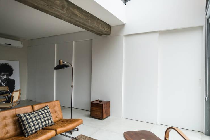 Cobertura Gávea Salas de estar industriais por m.o.o.c. móveis objetos e outras coisas Industrial