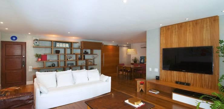 Living: Sala de estar  por Egg. Interiores