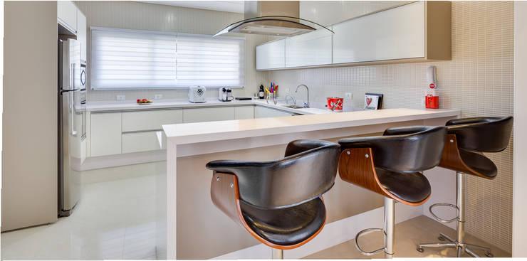 Projekty,  Kuchnia zaprojektowane przez Angelica Pecego Arquitetura