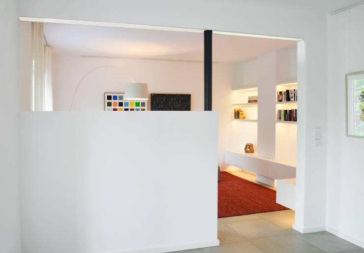 Umgestaltung Wohnraum:  Wohnzimmer von HONEYandSPICE innenarchitektur + design,