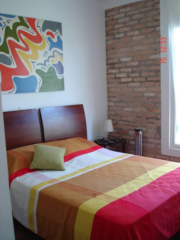 Residencia em Condomínio fechado: Quartos  por Lucia Helena Bellini arquitetura e interiores,