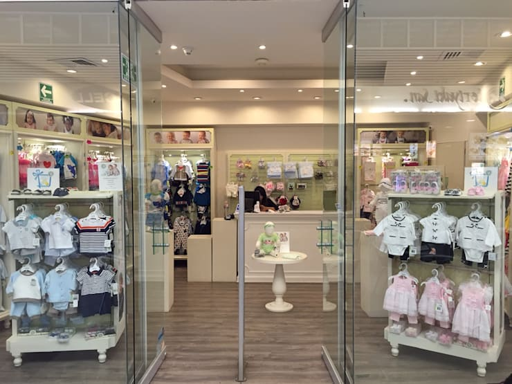 Tienda Little Me: Centros Comerciales de estilo  por Arquitectura101 + Kably Arquitectos