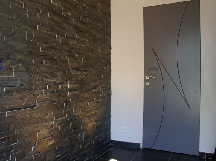 Maison passive à Durnal: Couloir et hall d'entrée de style  par Bureau d'Architectes Desmedt Purnelle