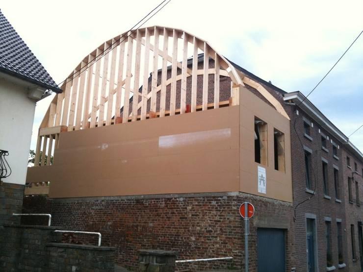 Extension tout en courbe à Sombreffe:  de style  par Bureau d'Architectes Desmedt Purnelle