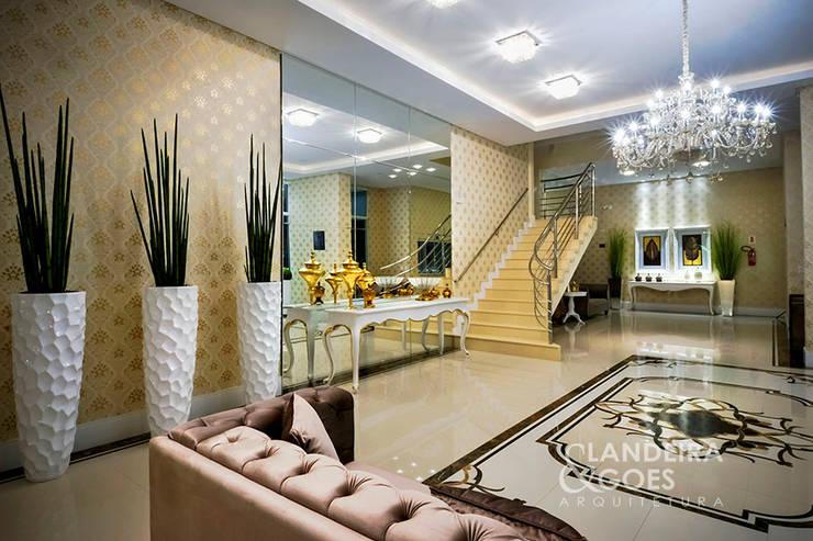 Pasillos y recibidores de estilo  por Landeira & Goes Arquitetura