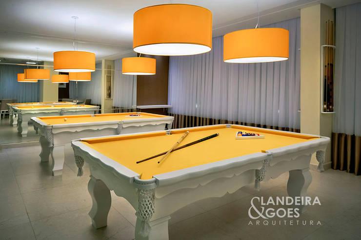 Spa de style  par Landeira & Goes Arquitetura,