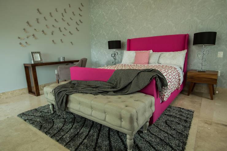 Interiorismo para residencia en Altozano Morelia: Recámaras de estilo moderno por Dovela Interiorismo