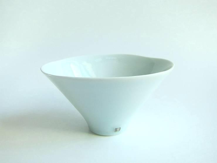 青白磁銀彩 bowl: studio詩器が手掛けたアートです。