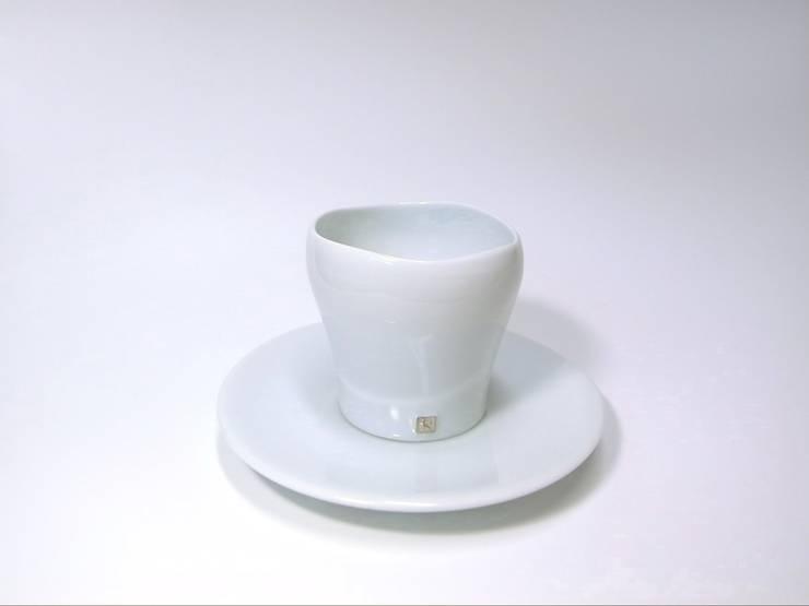 青白磁銀彩cup: studio詩器が手掛けたアートです。