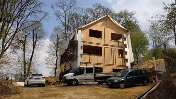 Une maison passive dans les bois, à Céroux-Mousty:  de style  par Bureau d'Architectes Desmedt Purnelle
