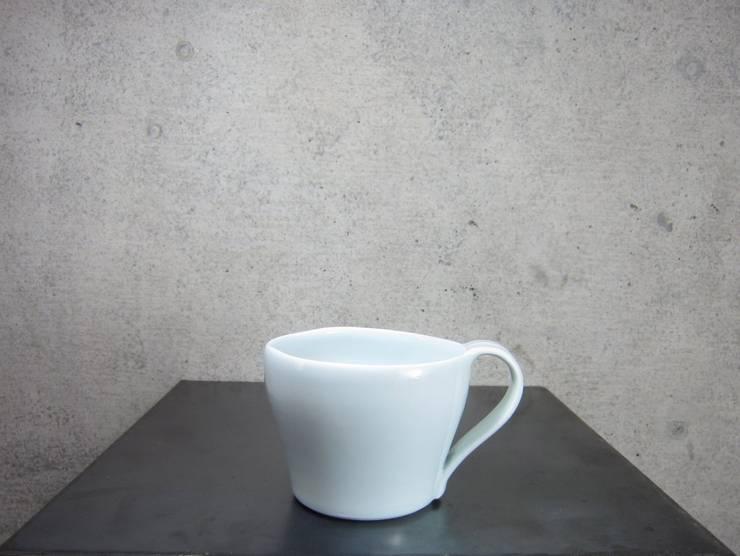 青白磁 mug cup: studio詩器が手掛けたアートです。