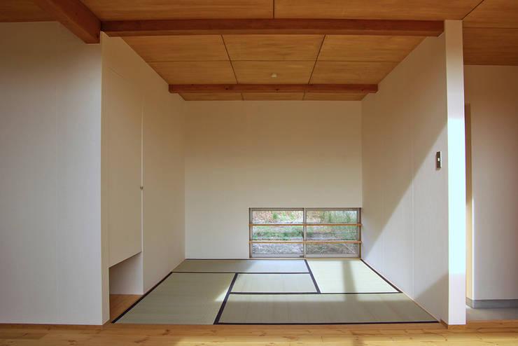 Salas multimídia minimalistas por 環境創作室杉