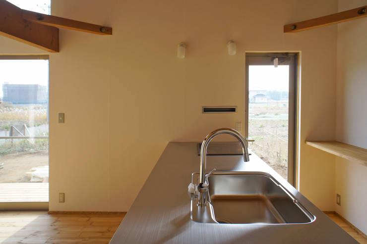 Cozinhas minimalistas por 環境創作室杉