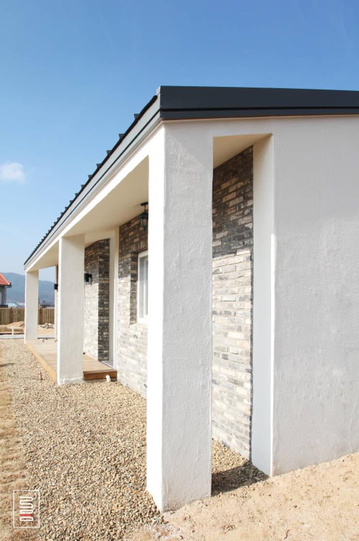 두상자 집 : 로움 건축과 디자인 의  주택,모던