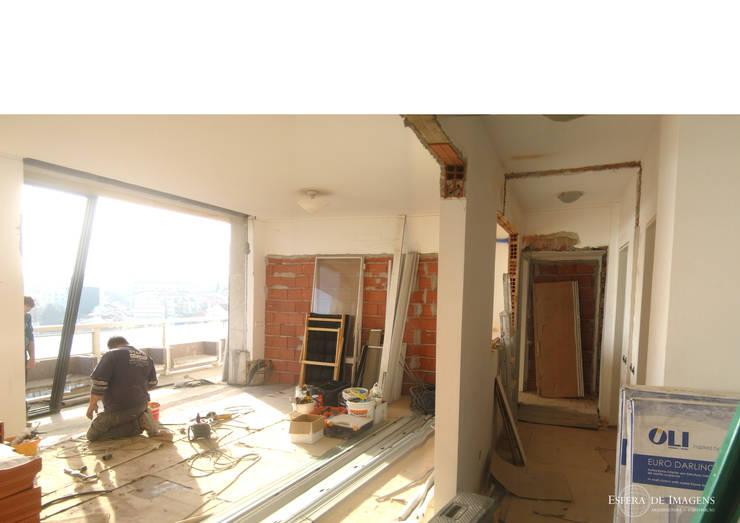Remodelação de apartamento no Rato - durante a intervenção:   por Esfera de Imagens Lda