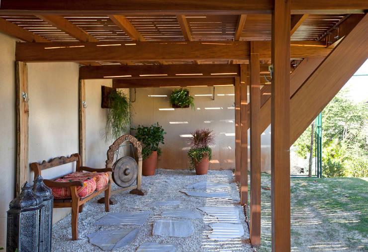 Jardines de estilo moderno por Samy & Ricky Arquitetura