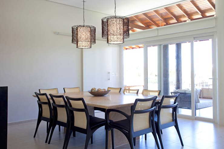 Dining room by Samy & Ricky Arquitetura