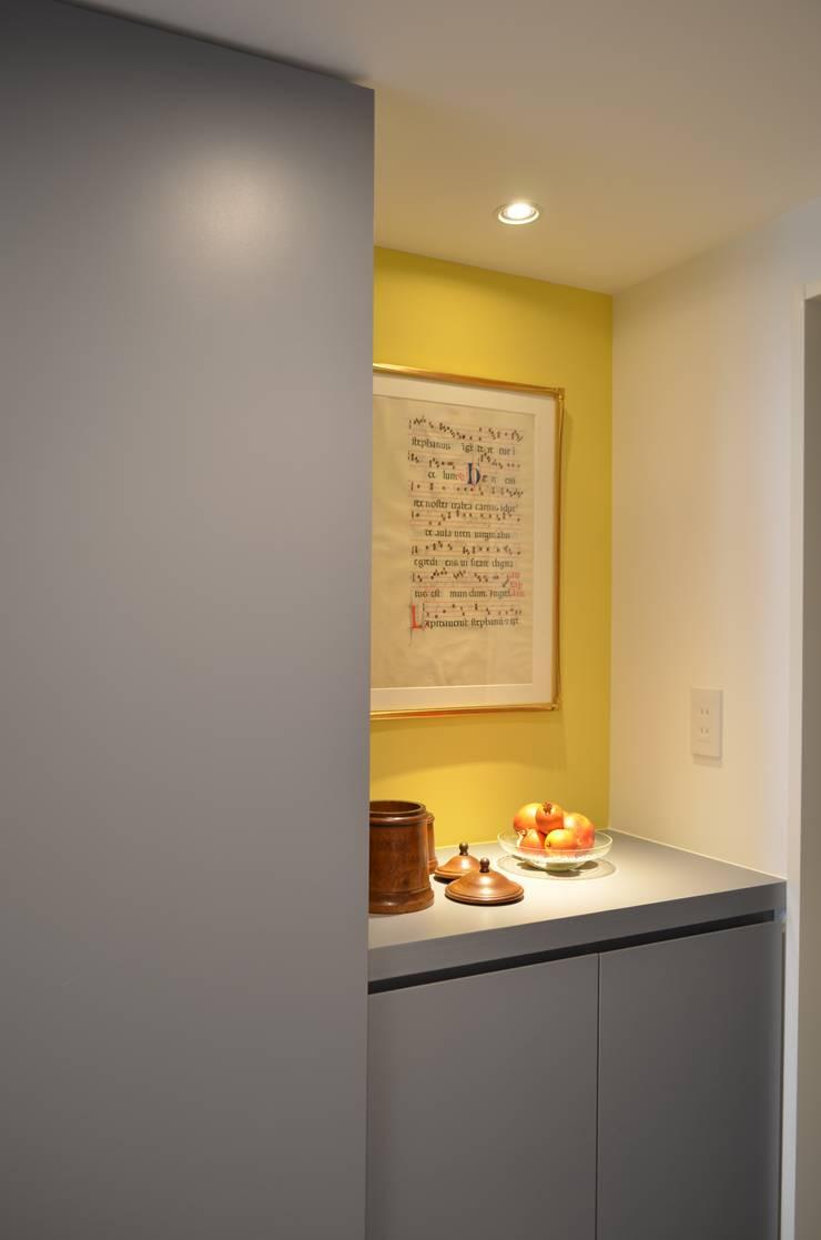 玄関: Unico design一級建築士事務所が手掛けた廊下 & 玄関です。