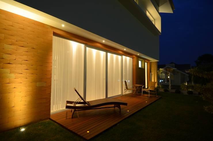 Varanda da sala de Estar: Terraços  por Cabral Arquitetura Ltda.