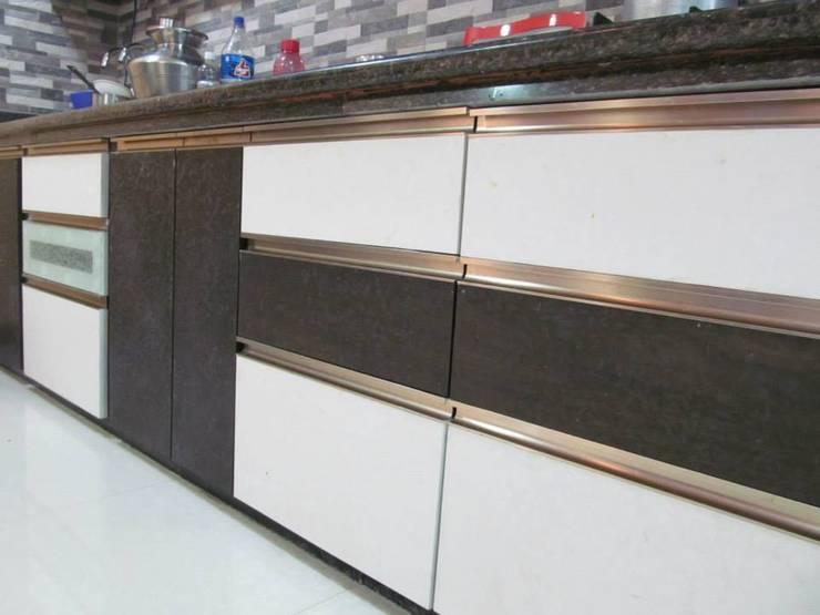 Mr.M Residential Flat:  Kitchen by DESIGNER GALAXY