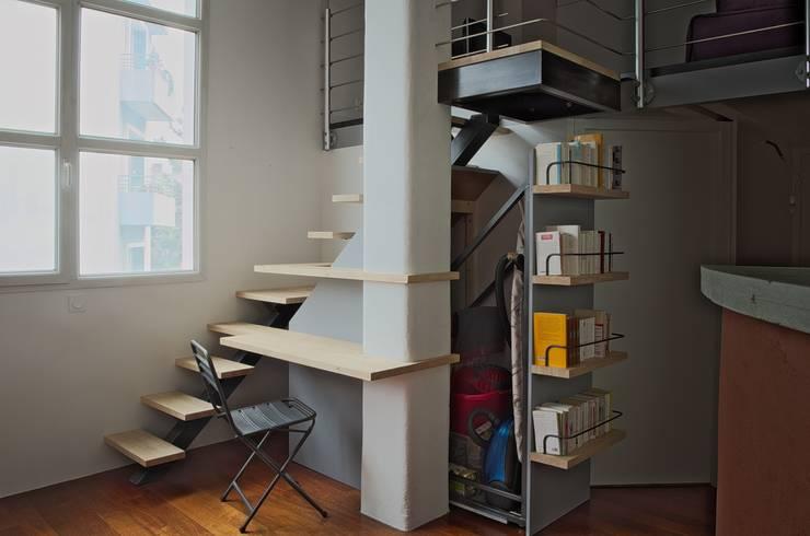 Vestíbulos, pasillos y escaleras de estilo  por Thibaut Defrance - Cabestan