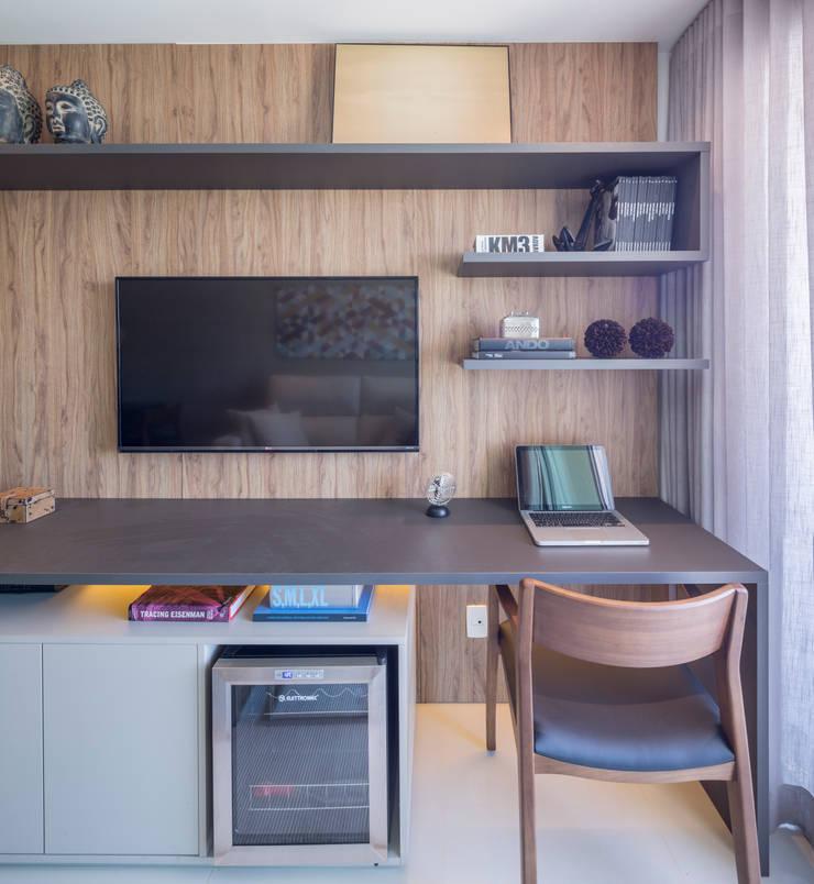 Apartamento HM: Salas de estar  por Carpaneda & Nasr