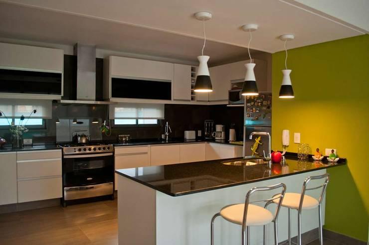 Projekty,  Kuchnia zaprojektowane przez Bonomo&Crespo Arquitectura