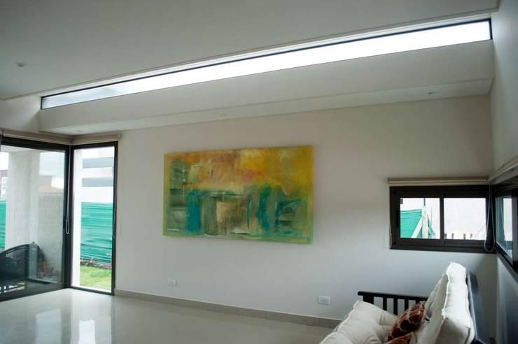Casa Boedo: Livings de estilo  por Bonomo&Crespo Arquitectura,