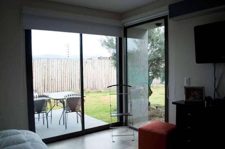 Casa Boedo: Dormitorios de estilo  por Bonomo&Crespo Arquitectura,