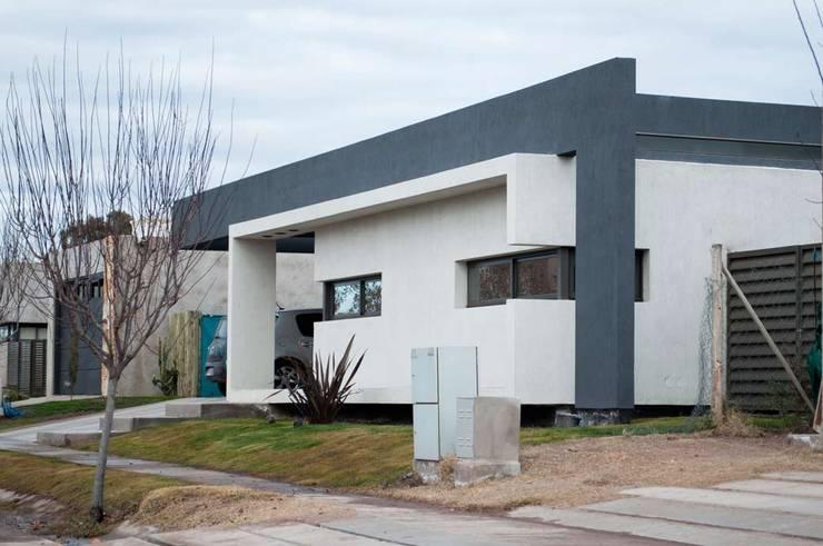 Casa Boedo: Casas de estilo  por Bonomo&Crespo Arquitectura,