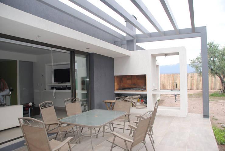 Casa Boedo: Jardines de estilo  por Bonomo&Crespo Arquitectura