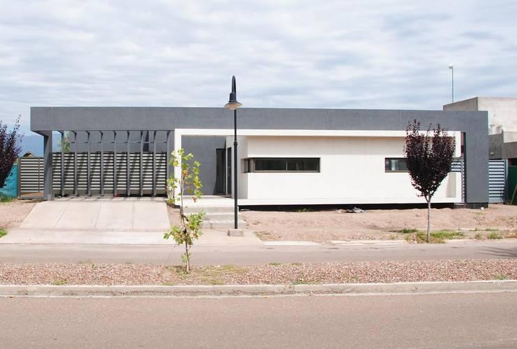 Casa Boedo: Casas de estilo  por Bonomo&Crespo Arquitectura
